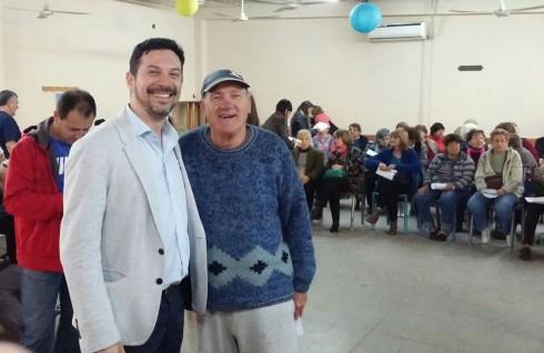 Gabriel Pozzuto (izq), jefe PAMI Ituzaingó